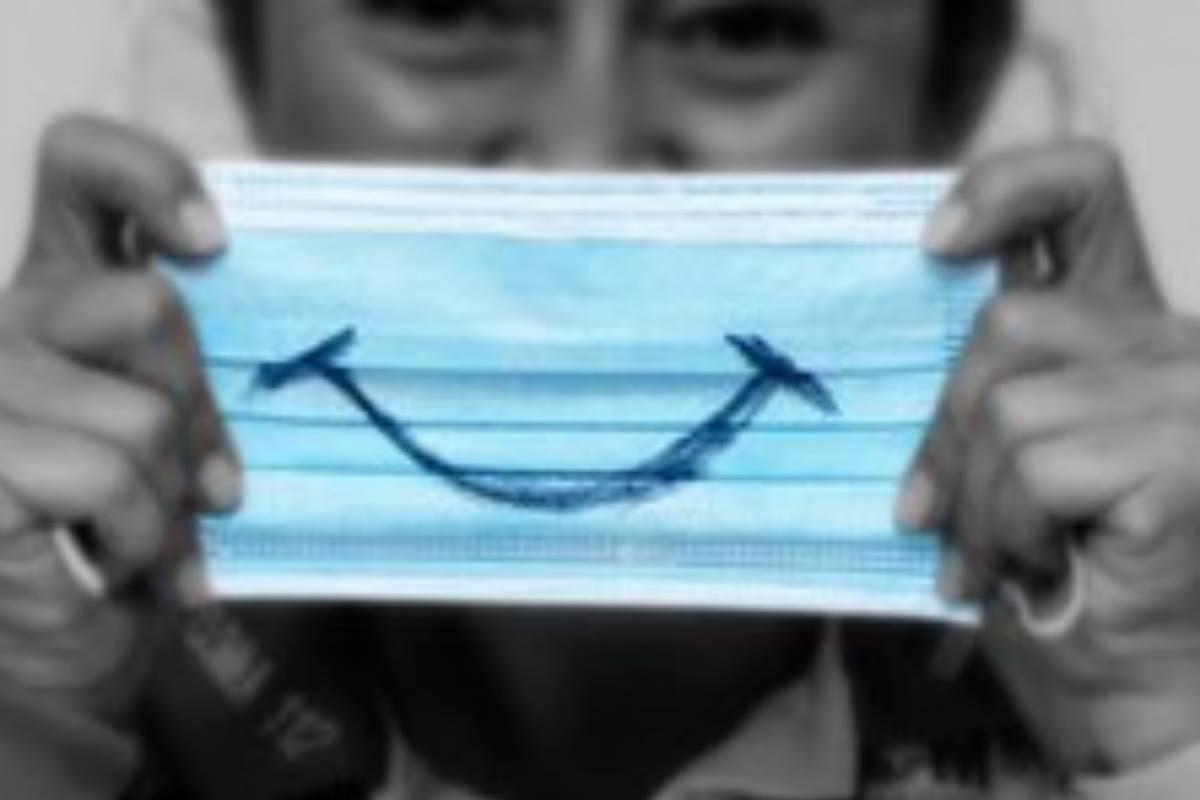 Mascarilla con sonrisa