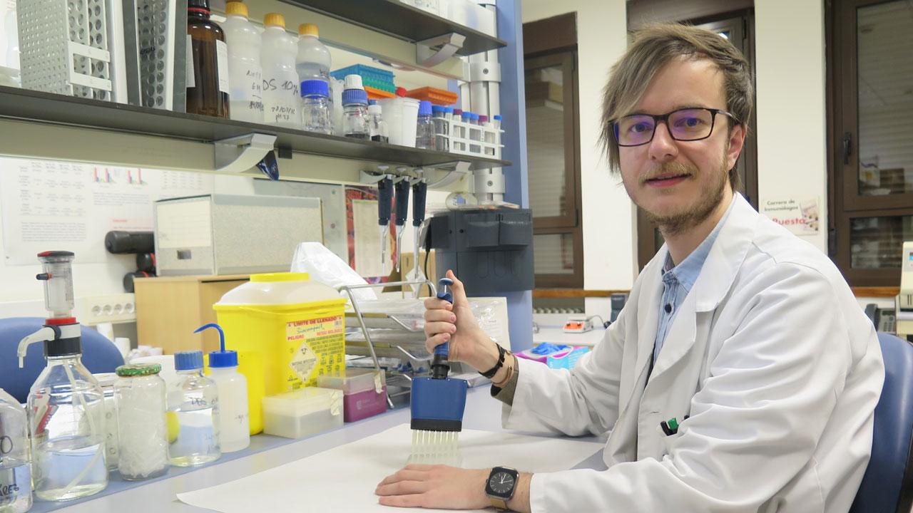 Javier Rodríguez Carrio, investigador de la universidad de Oviedo y primer firmante del estudio publicado en Journal of Clinical Medicine sobre la presencia de anticuerpos anti-HDL en aneurisma aórtico abdominal.