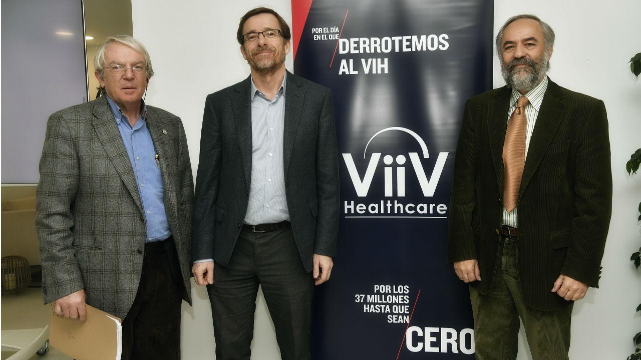 Josep María Gatell (ViiV Healthcare), José Ramón Arribas (Hospital La Paz) y Federico Pulido (Hospital 12 de Octubre), en la presentación de 'Dovato'.
