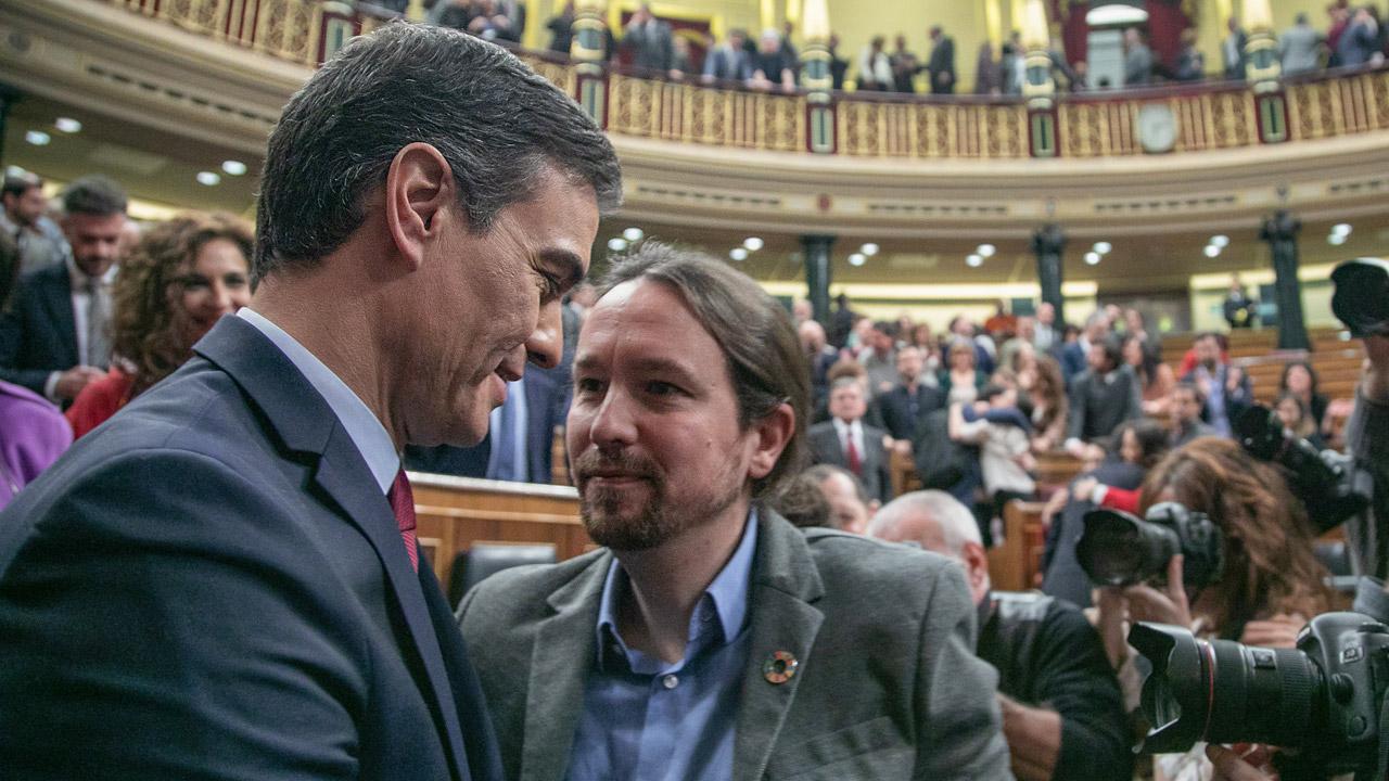 Pedro Sánchez y Pablo Iglesias, durante la sesión de investidura.
