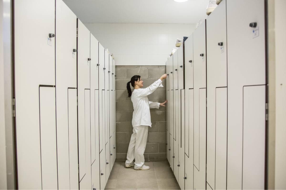 En plena pandemia, las enfermeras dejan la privada en busca de mejores pastos laborales en la sanidad pública. FOTO: Ariadna Creus y Ángel García (Banc Imatges Infermeres).