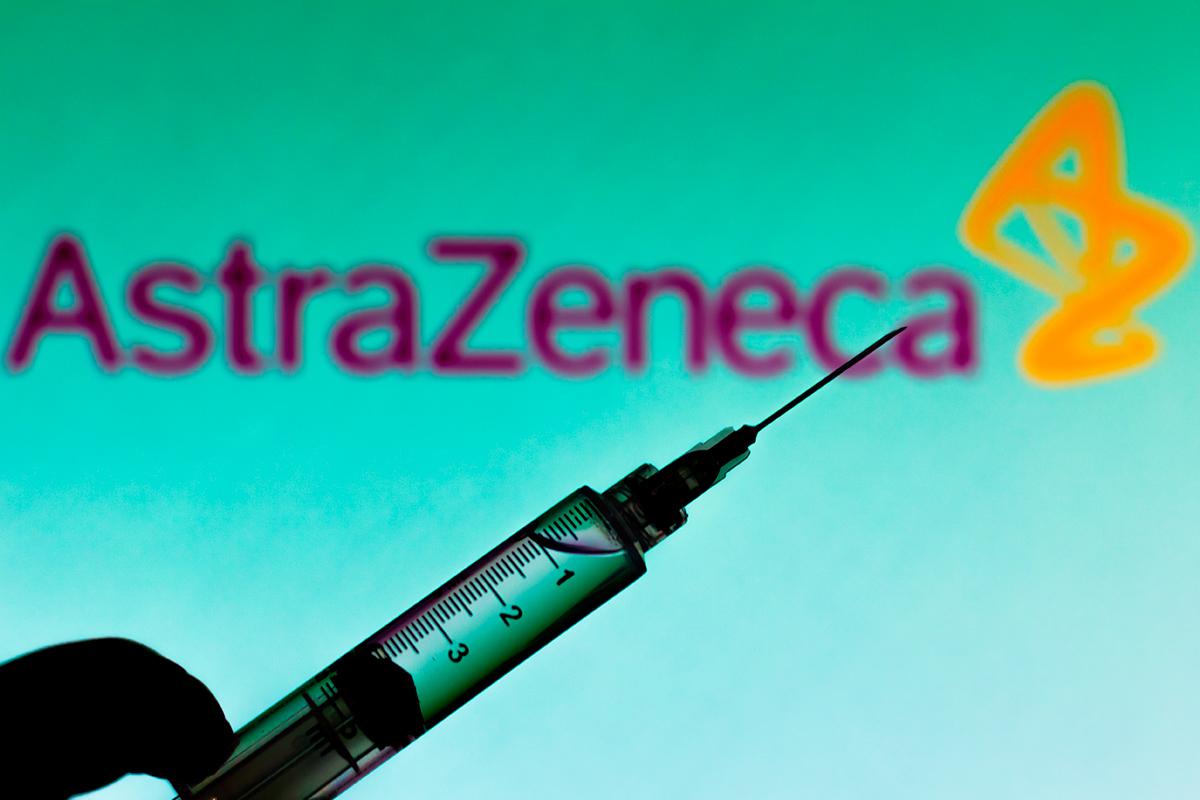 La vacuna de AstraZeneca será previsiblemente aprobada hoy por la EMA.