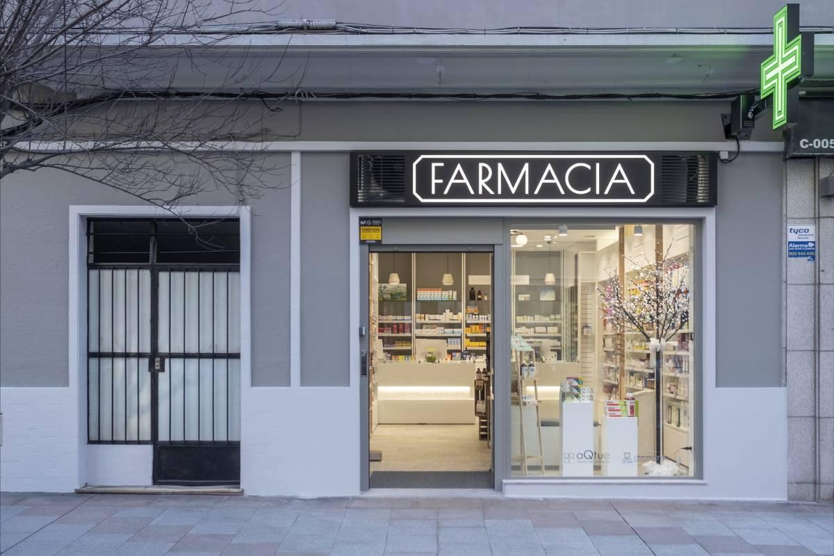 Fachada de Farmacia Ventura (La Coruña). FOTO: aQtue.