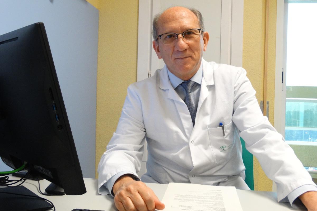 Javier García Alegría, vicepresidente de Facme, en su despacho del Hospital Costa del Sol, de Marbella (FOTO: Inmaculada Almellones).
