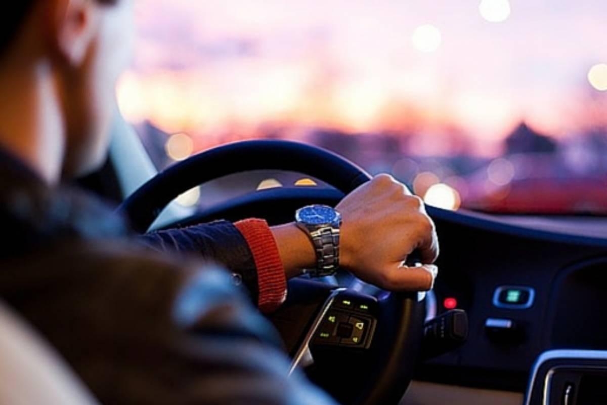 Conducir vehículos bajo la influencia de medicamentos llamados psicótropos, es decir tranquilizantes, antidepresivos, antipsicóticos, antiepilépticos, eutimizantes, etcétera tiene implicaciones legales.