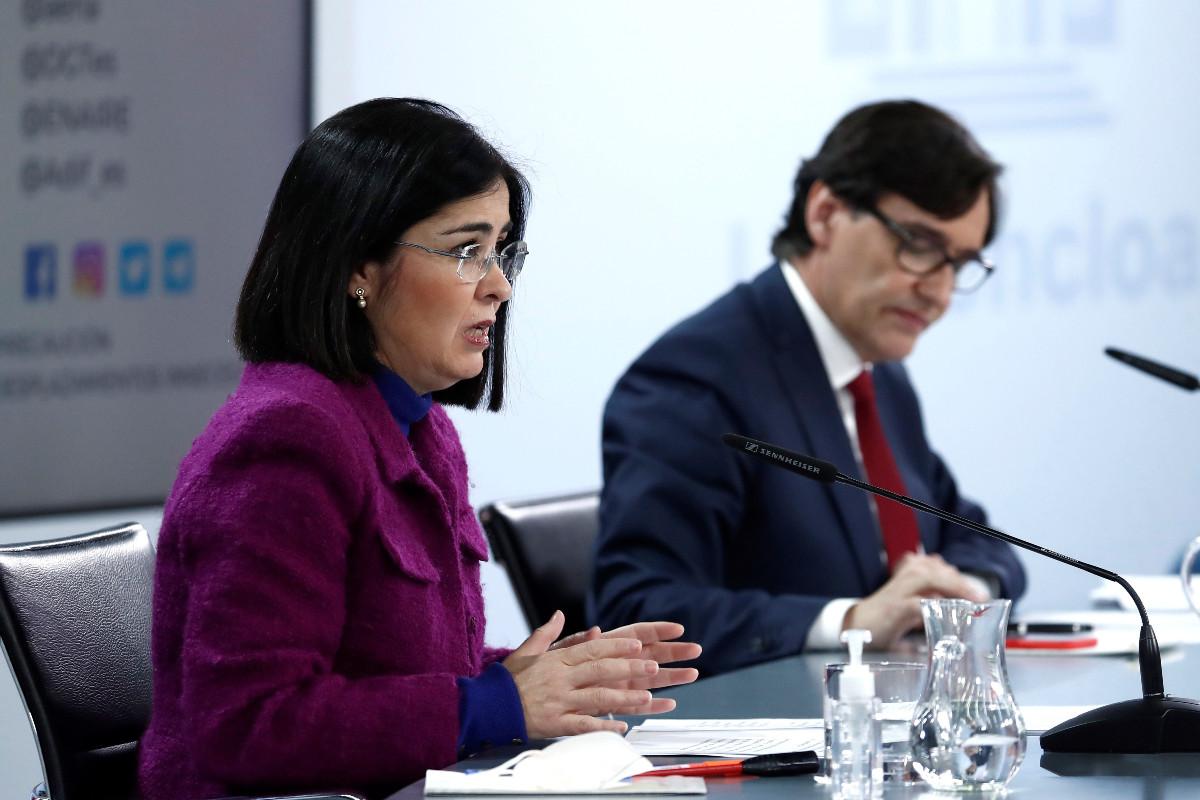 La ministra de Política Territorial y Función Pública, Carolina Darias, junto al ministro de Sanidad, Salvador Illa, durante la rueda de prensa posterior a la reunión interterritorial de salud, este miércoles en Madrid.
