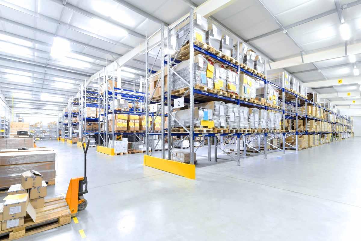 Almacén de distribución de productos sanitarios
