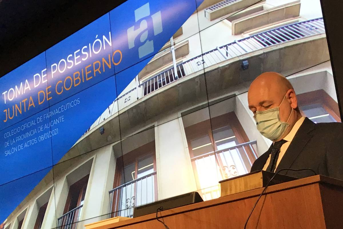 Toma de posesión de Andrés Garc�a Morgans como presidente del COF de Alicante.