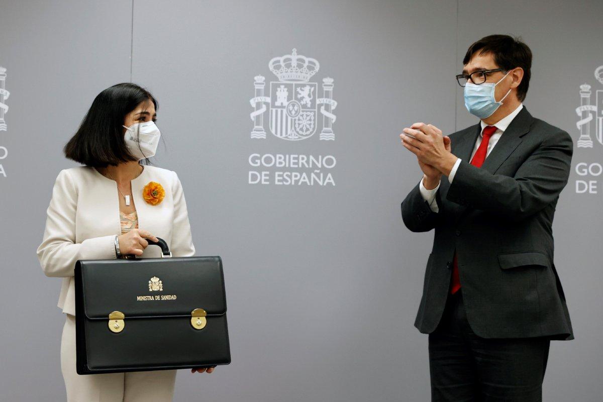 Carolina Darias, en el traspaso de la cartera de Sanidad de manos de su antecesor, Salvador Illa.