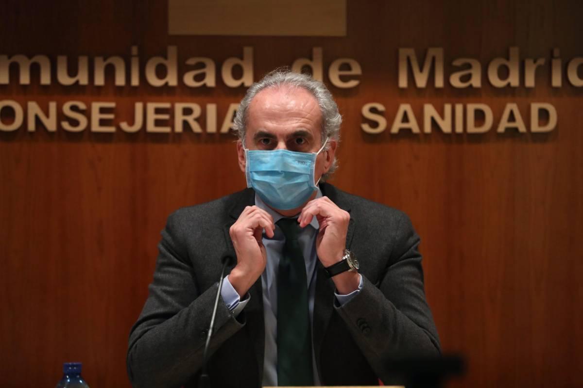 Enrique Ruiz Escudero, consejero de Sanidad de Madrid, antes de anunciar nuevas restricciones (EFE/Kiko Huesca)