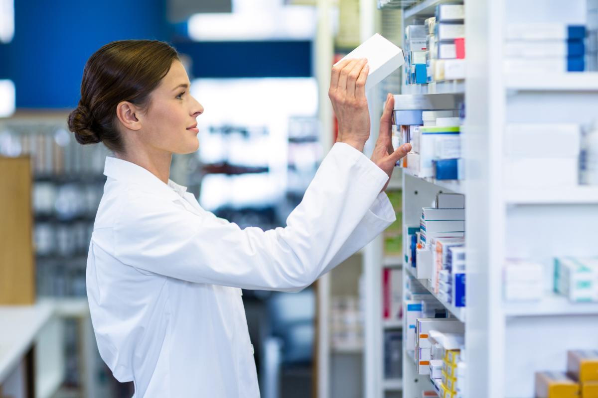 La media de facturación de una farmacia en España, según los datos de diciembre de 2020 de Iqvia, se sitúa en 927.963 euros.