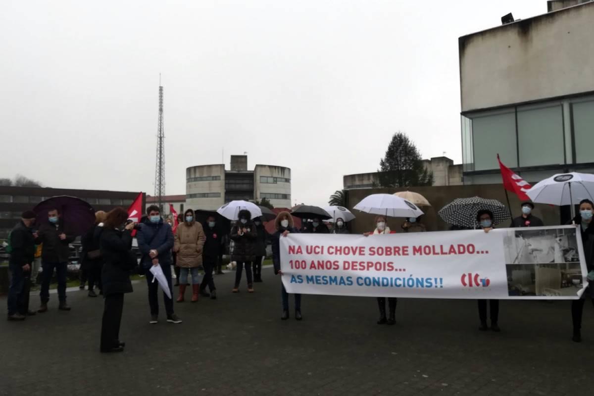 Trabajadores de la UCI del Hospital Clínico de Santiago en una protesta (Foto: CIG Sáude)