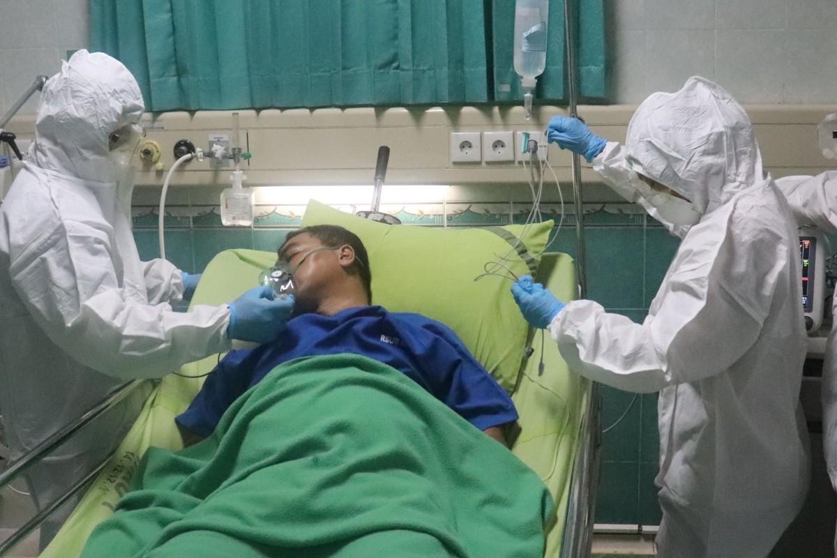 Paciente con covid-19 en una UCI.