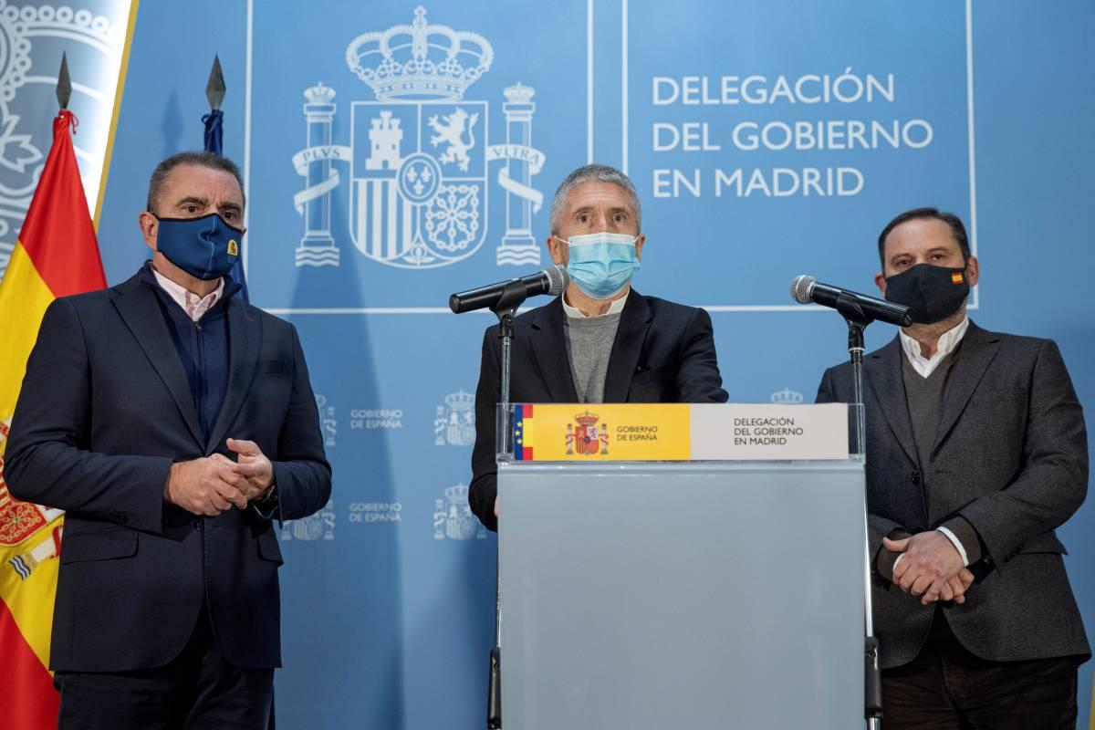 El delegado del Gobierno en Madrid, José Manuel Franco; el ministro del Interior, Fernando Grande-Marlaska, y el ministro de Transportes, Movilidad y Agenda Urbana, José Luis Ábalos.