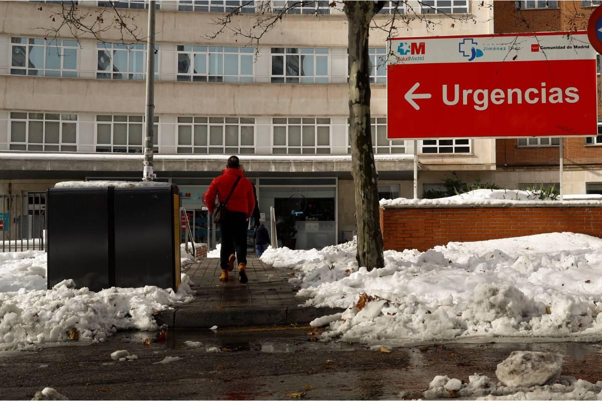 Vista del Hospital Fundación Jiménez Díaz en Madrid, este domingo (EFE/ Ballesteros)
