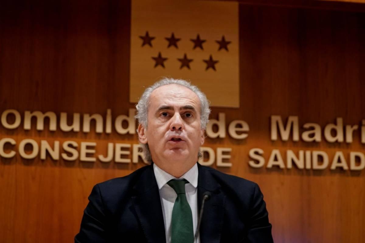 Enrique Ruiz Escudero, consejero de Sanidad de Madrid,en la rueda de prensa de este sábado, 2 de enero..