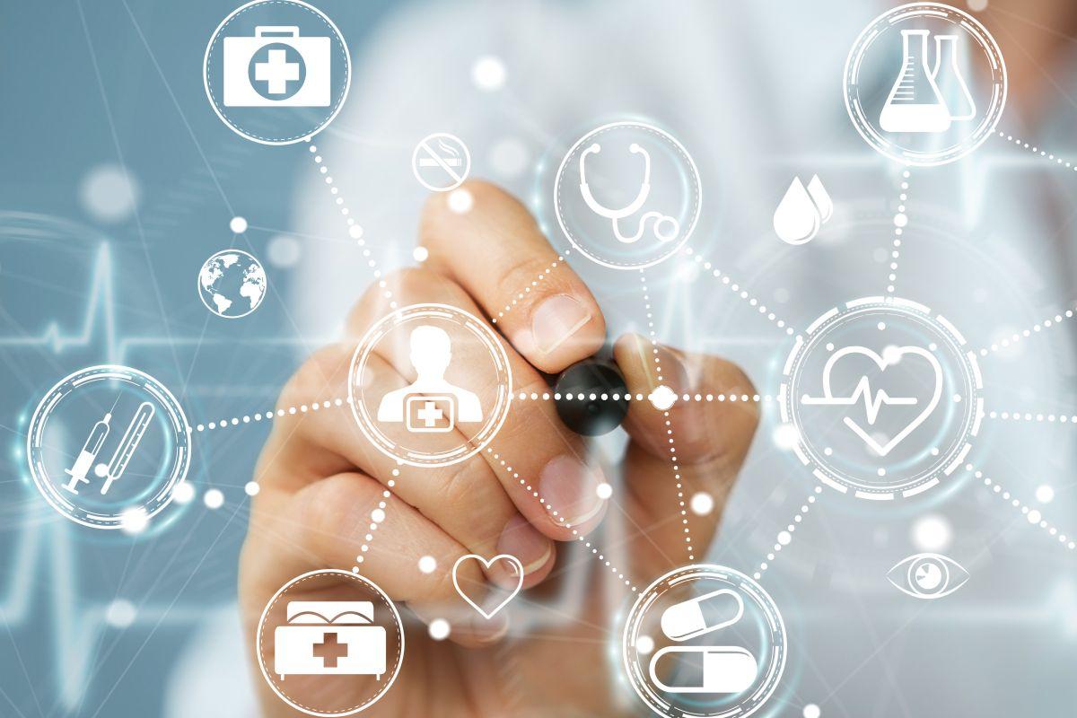 La FIP pide que se incremente la formación en salud digital en las facultades y escuelas de farmacia.