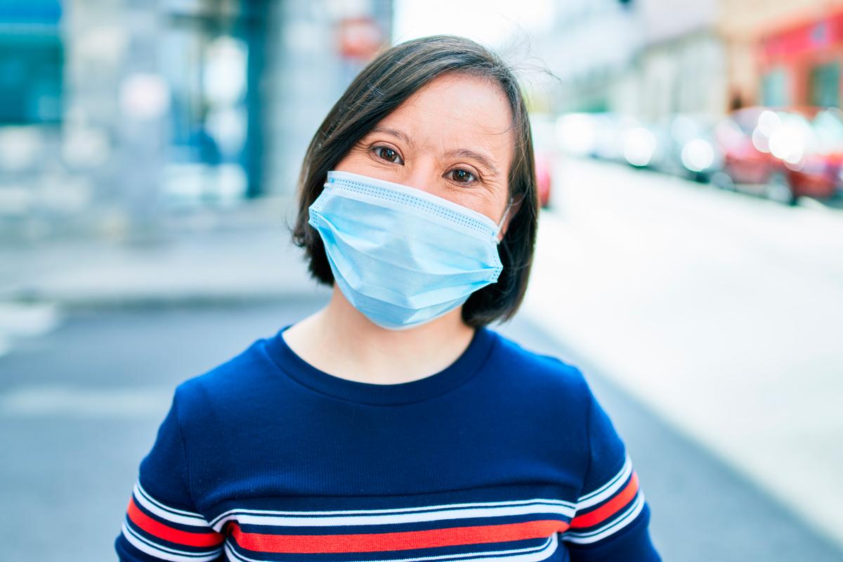Down España ha urgido a Sanidad y a las comunidades a que establezcan la vacunación prioritaria contra el coronavirus para las personas con síndrome de Down mayores de 40 años o con patologías previas.