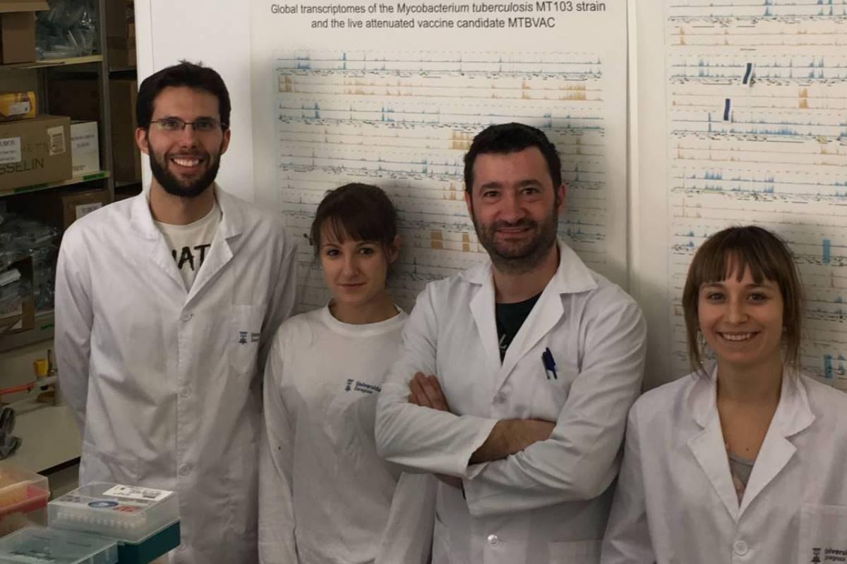 Samuel Álvarez (actualmente como post-doc en Dallas), Elena Mata, Nacho Aguiló, Raquel Tarancón (primera firmante del trabajo y actualmente de post-doc en Montreal)