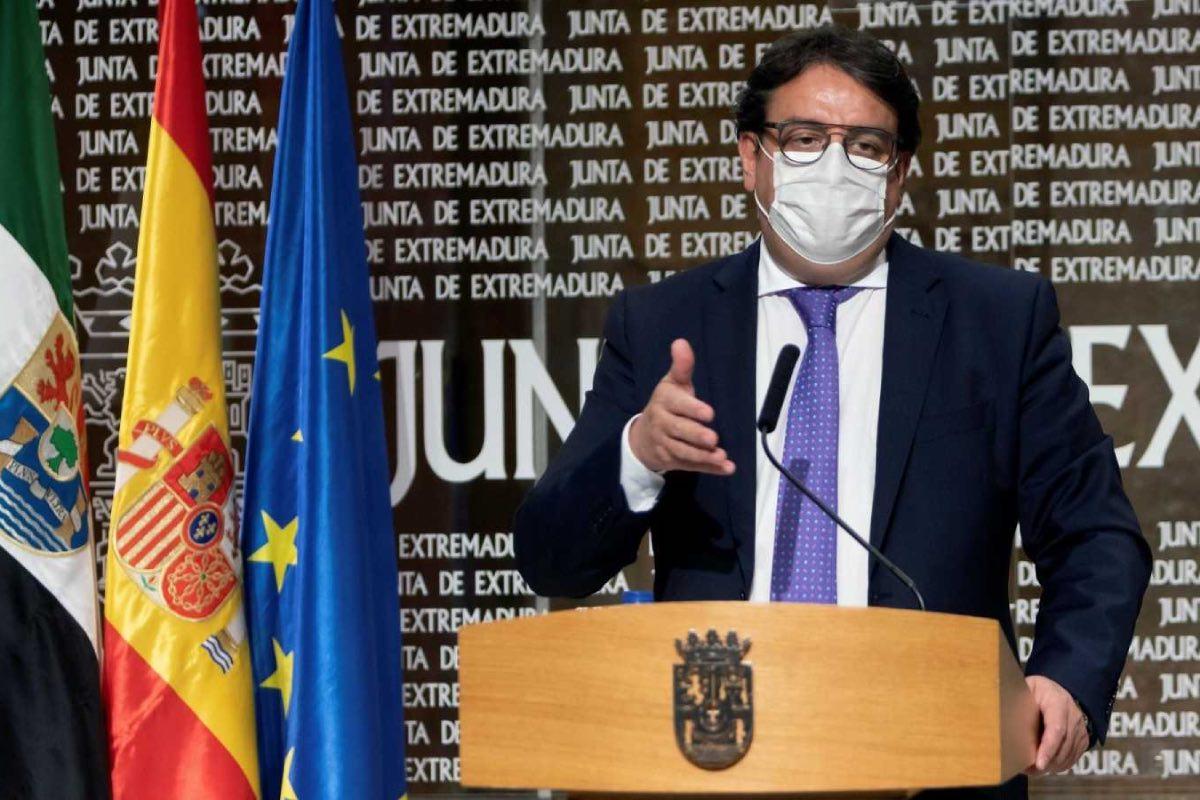 El consejero extremeño de Sanidad, José María Vergeles, durante una comparecencia para informa de la evolución de la pandemia en la región (FOTO: Junta de Extremadura).