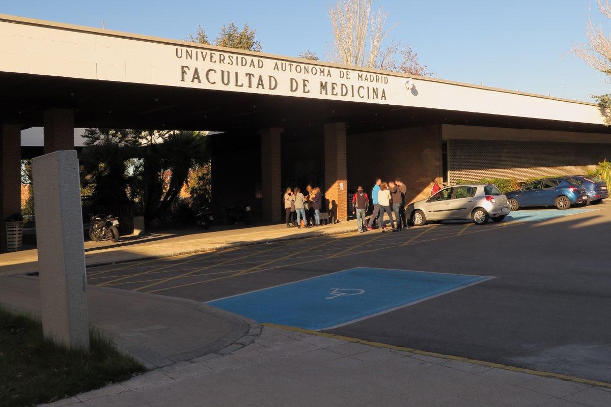 Fachada de la Facultad de Medicina de la Universidad Autónoma (FOTO: UAM).