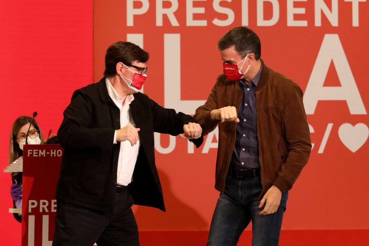 Salvador Illa con Pedro Sánchez en campaña para el 14F.