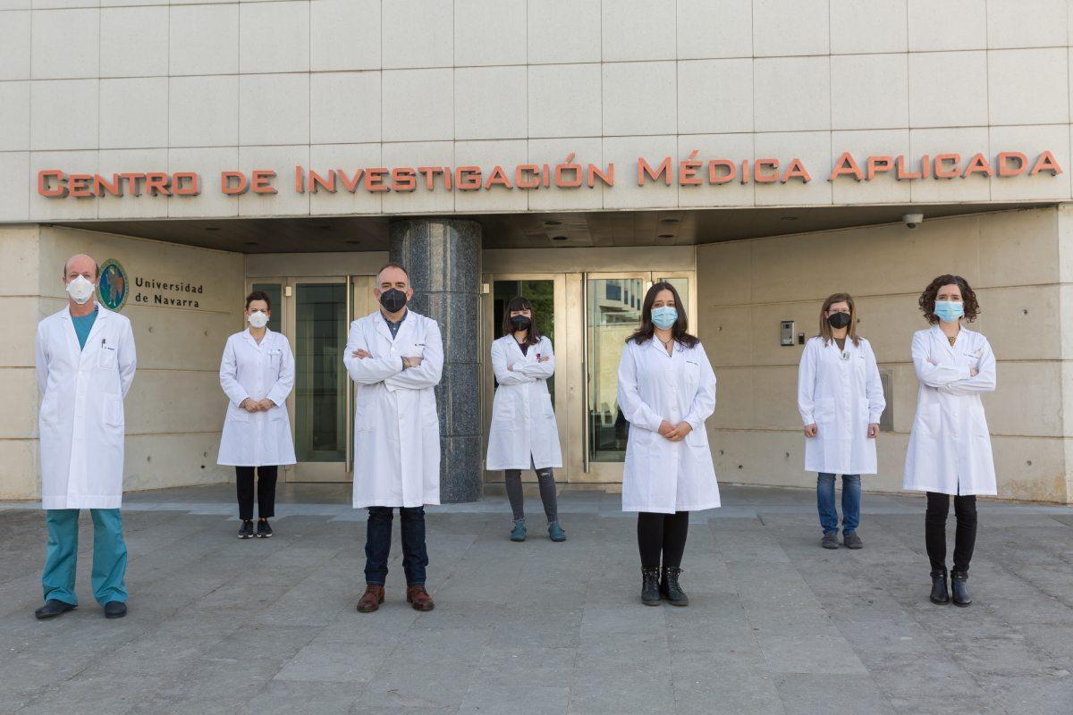 Felipe Prósper y Xabi Agirre junto a las primeras autoras del artículo Arantxa Carrasco-León y Teresa Ezponda y otros investigadores del Programa de Hemato-Oncología del Cima.