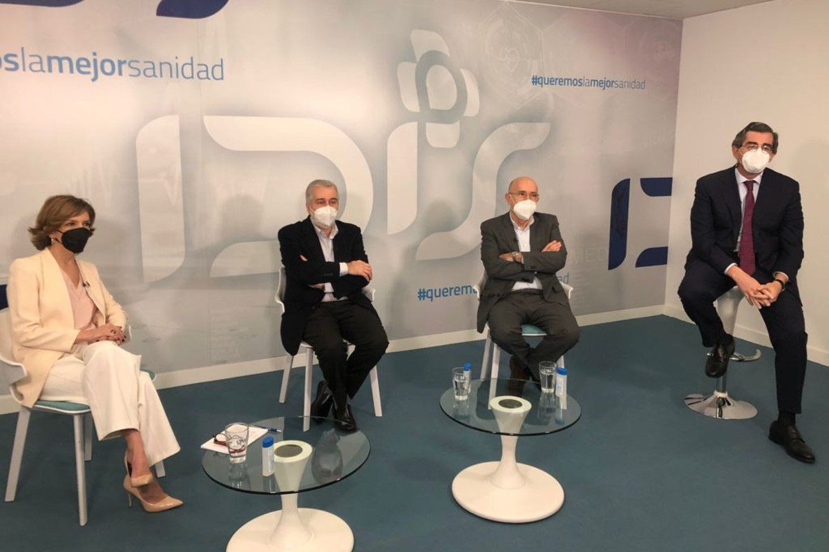 Marta Villanueva, Ángel Gil de Miguel, Boi Ruiz y Juan Abarca, durante el Foro IDIálogoS