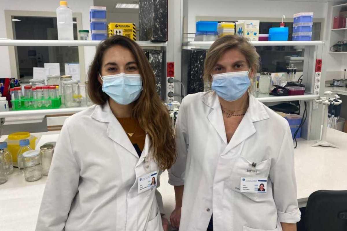 Las doctoras Domingo-Gallego y Ars.