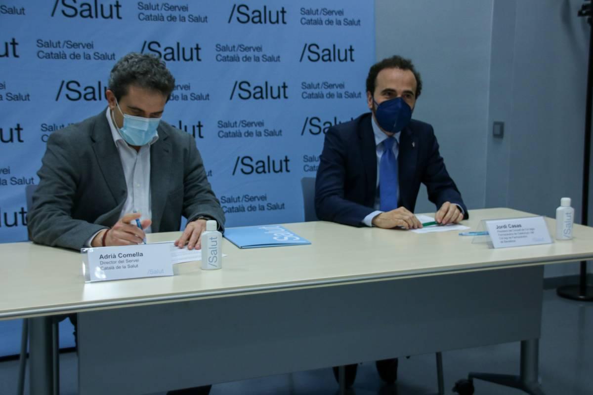 Adrià Cornella, director del Servicio Catalán de la Salud, y Jordi Casas, presidente del Consejo de COF de Cataluña y del COF de Barcelona.