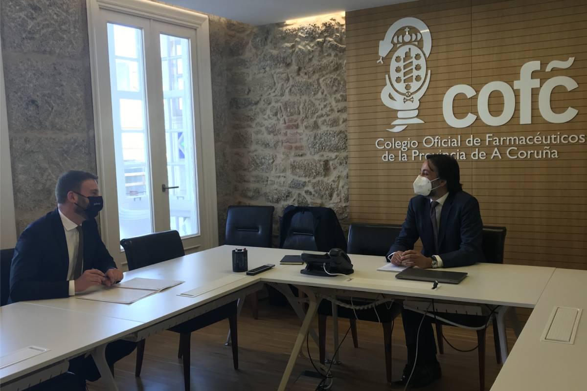 Videoconferencia entre el delegado territorial de la Junta en La Coruña, Gonzalo Trenor, y representantes del COF de La Coruña.