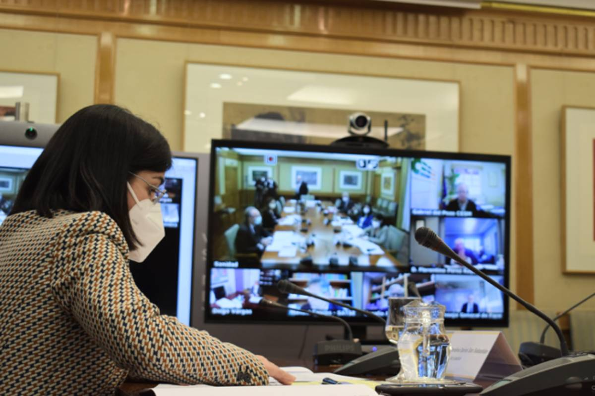 Carolina Darias, ministra de Sanidad, en su reunión virtual con el Foro de las Profesiones Sanitarias.