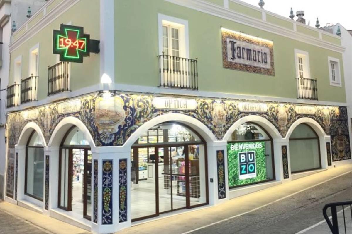 Farmacia Buzo, en Badajoz, elegida por los farmacéutico como la más bonita de España.