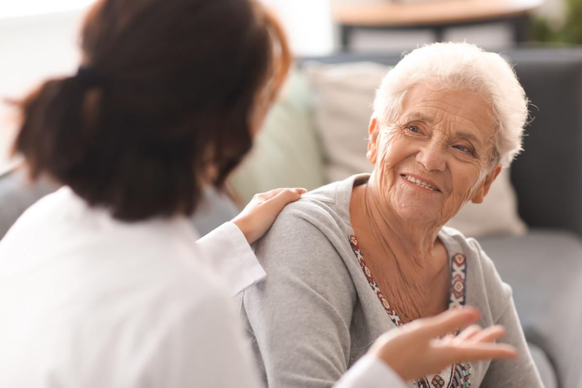 El documento elaborado por el Consejo General de COF y la Fundación Edad&Vida lleva por título 'Manual de asistencia farmacéutica en centros residenciales para personas mayores'.
