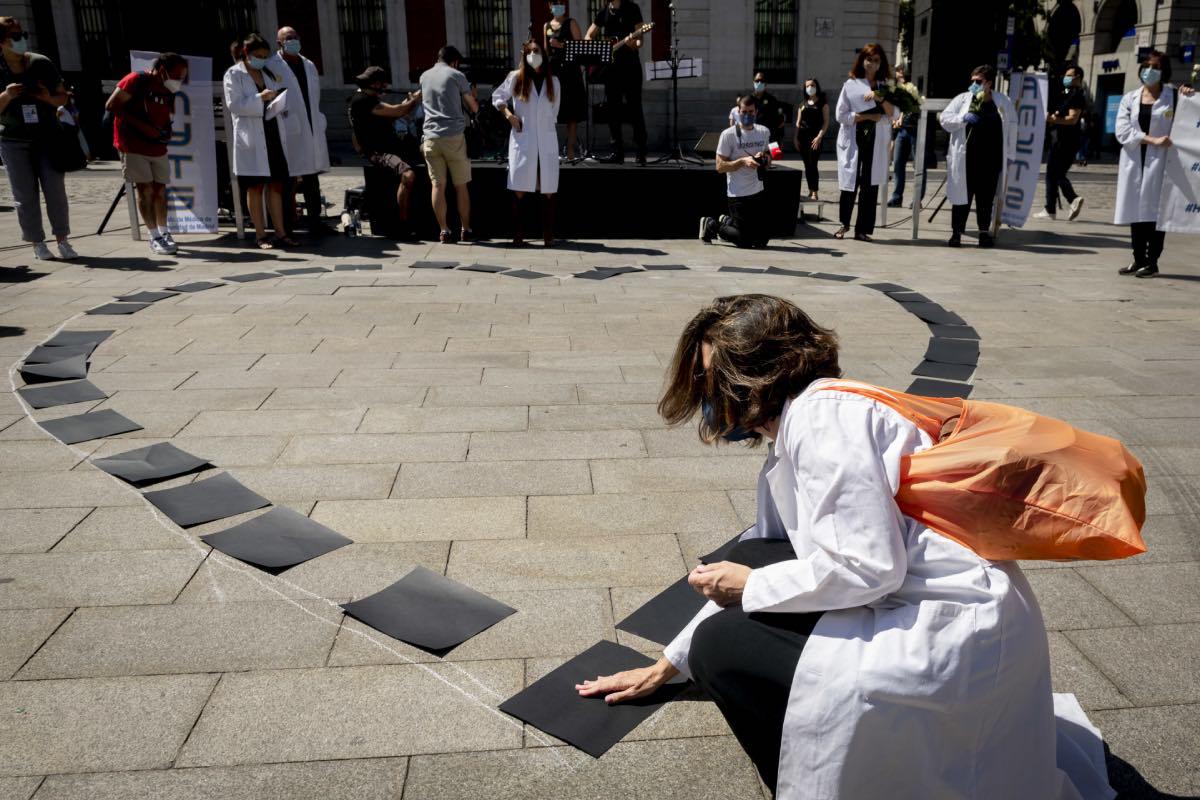 Acto de homenaje, en el centro de Madrid, a los médicos fallecidos durante la pandemia (FOTO: José Luis Pindado).