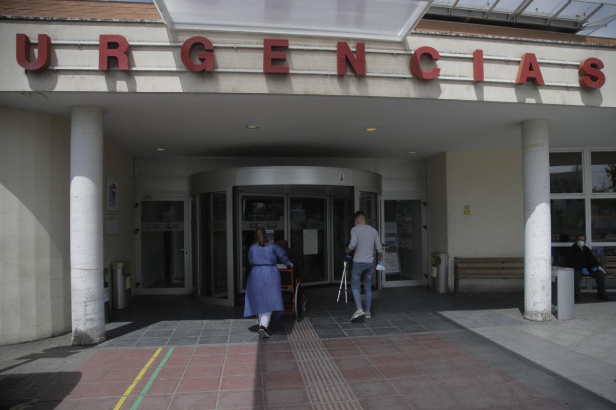 Entrada al Servicio de Urgencias en el hospital madrileño 12 de Octubre (FOTO: Javier Barbancho).