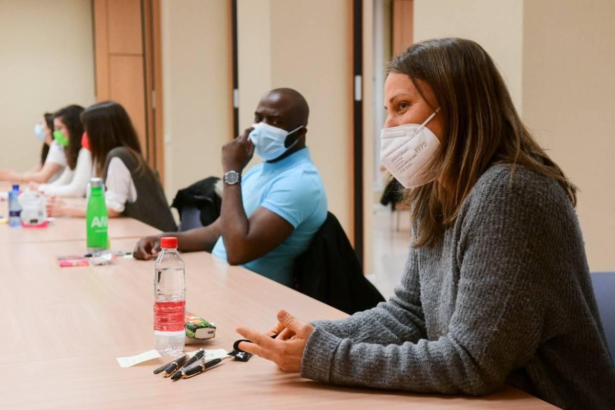 Los estudiantes más previsores habían hecho acopio de bolígrafos. FOTOS: José Luis Pindado/Luis Camacho.