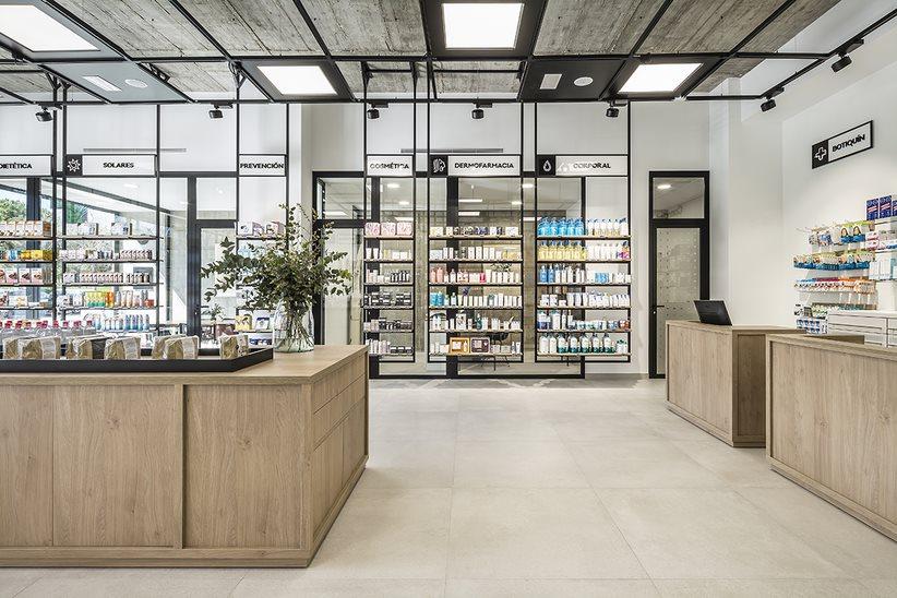 El diseño de Une Farmacia está en sinton�a con el nombre de la botica e identidad corporativa.