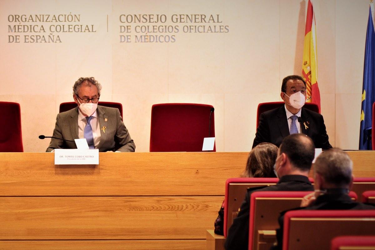 Tomás Cobo, presidente de la OMC, y Gaspar Garrote, coordinador del Observatorio de Agresiones, durante la presentación de los datos (FOTO: Cgcom).
