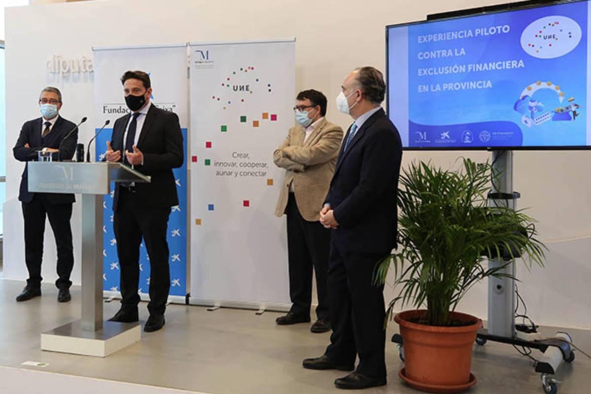 Presentación del proyecto piloto para emplear farmacias como cajeros en municipios de Málaga.