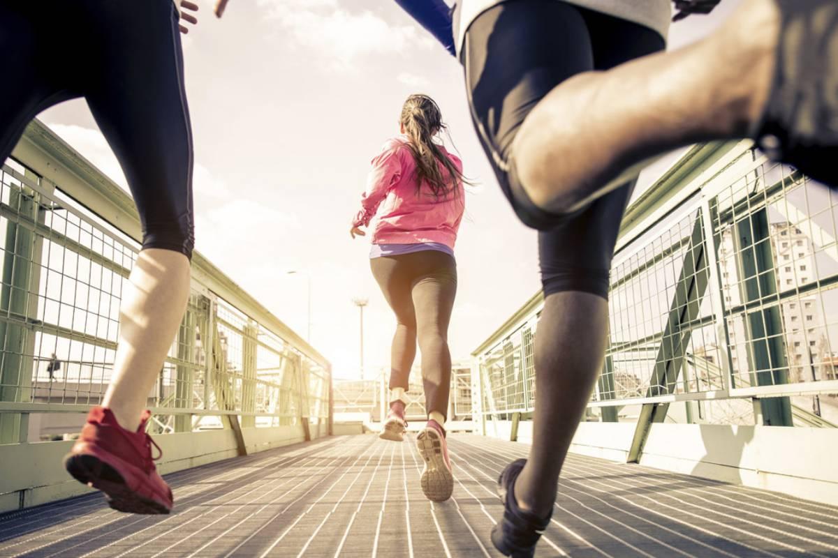 Gente corriendo.