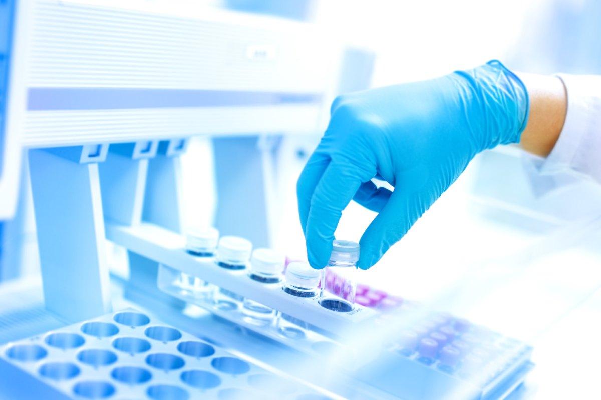 El acuerdo firmado por Arkopharma y la UCM busca la integración entre la investigación universitaria y el tejido empresarial.