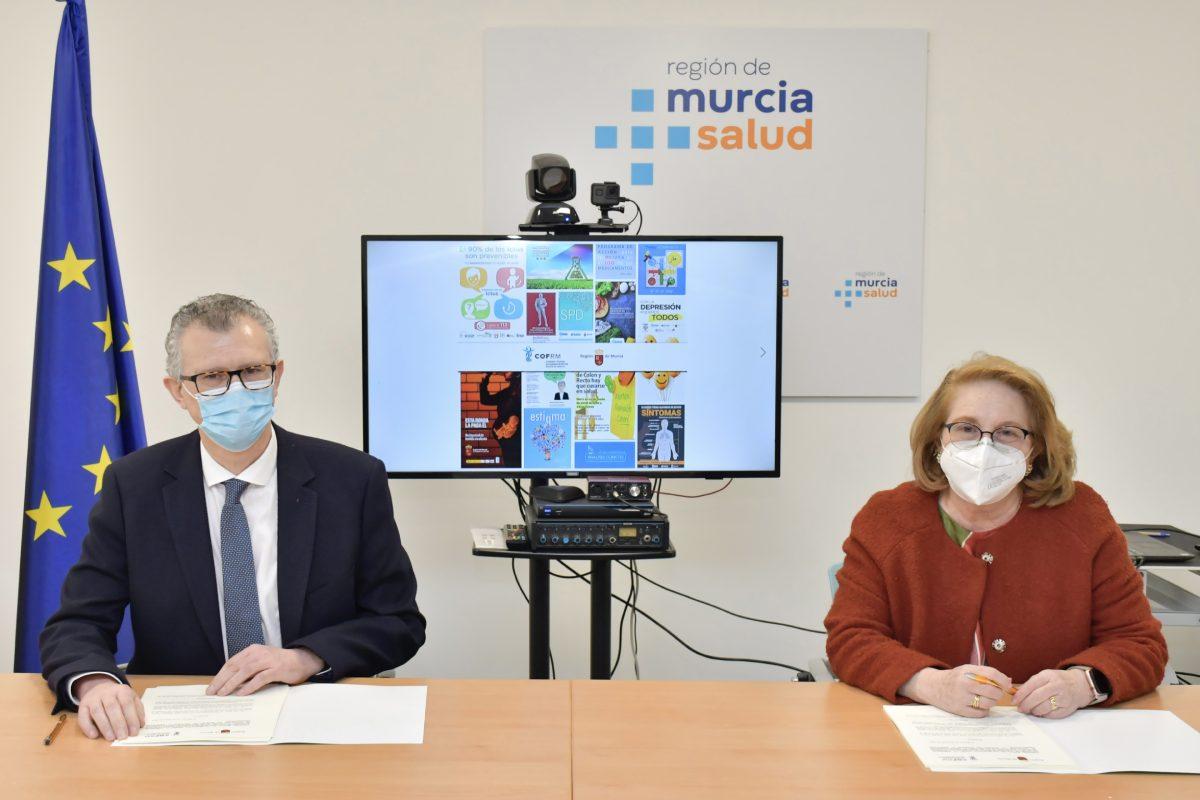 Juan José Pedreño, consejero de Salud de Murcia, e Isabel Tovar, presidenta del COF regional, durante la firma del convenio marco.