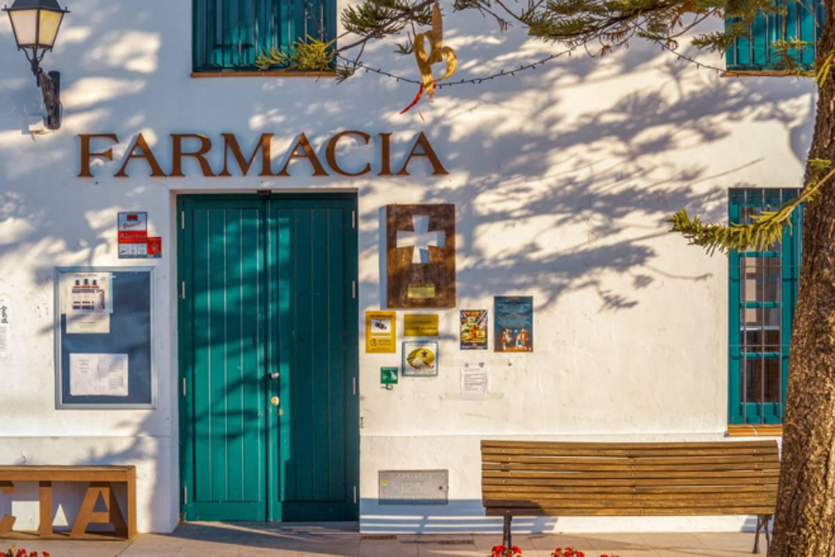 Una de las farmacias rurales que subsiste en España.