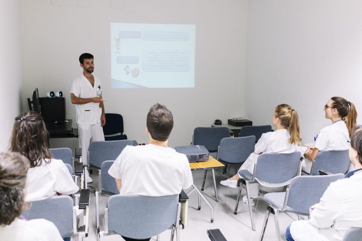 La SEFH, en su decálogo, apuesta por la formación en evaluación de medicamentos dirigida a los nuevos especialistas.