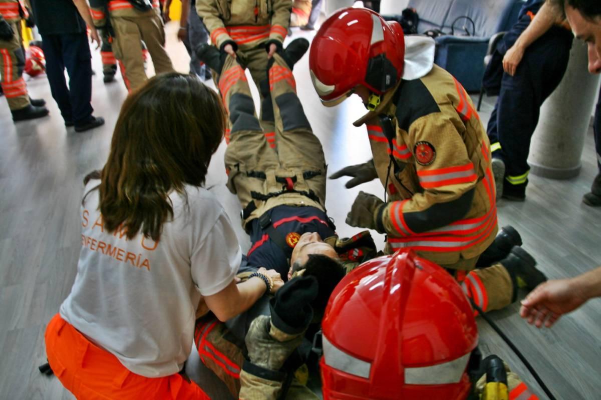 Miembros del SAMU imparten técnicas de reanimación con equipo de respiración autónoma a los bomberos del Ayuntamiento de Castellón (Generalitat Valenciana)