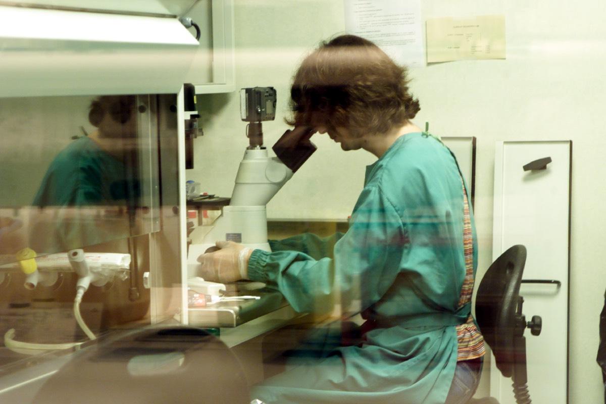 Los biólogos en reproducción asistida recuerdan que su faceta profesional no se ciñe exclusivamente al trabajo en el laboratorio.