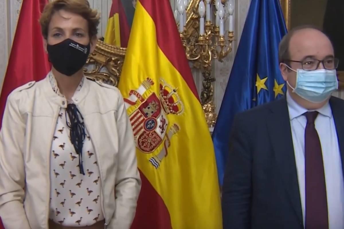 La presidenta de la Comunidad Foral de Navarra, María Chivite, y el ministro de Política Territorial, Miquel Iceta, tras la reunión mantenida el martes, 20 de abril.