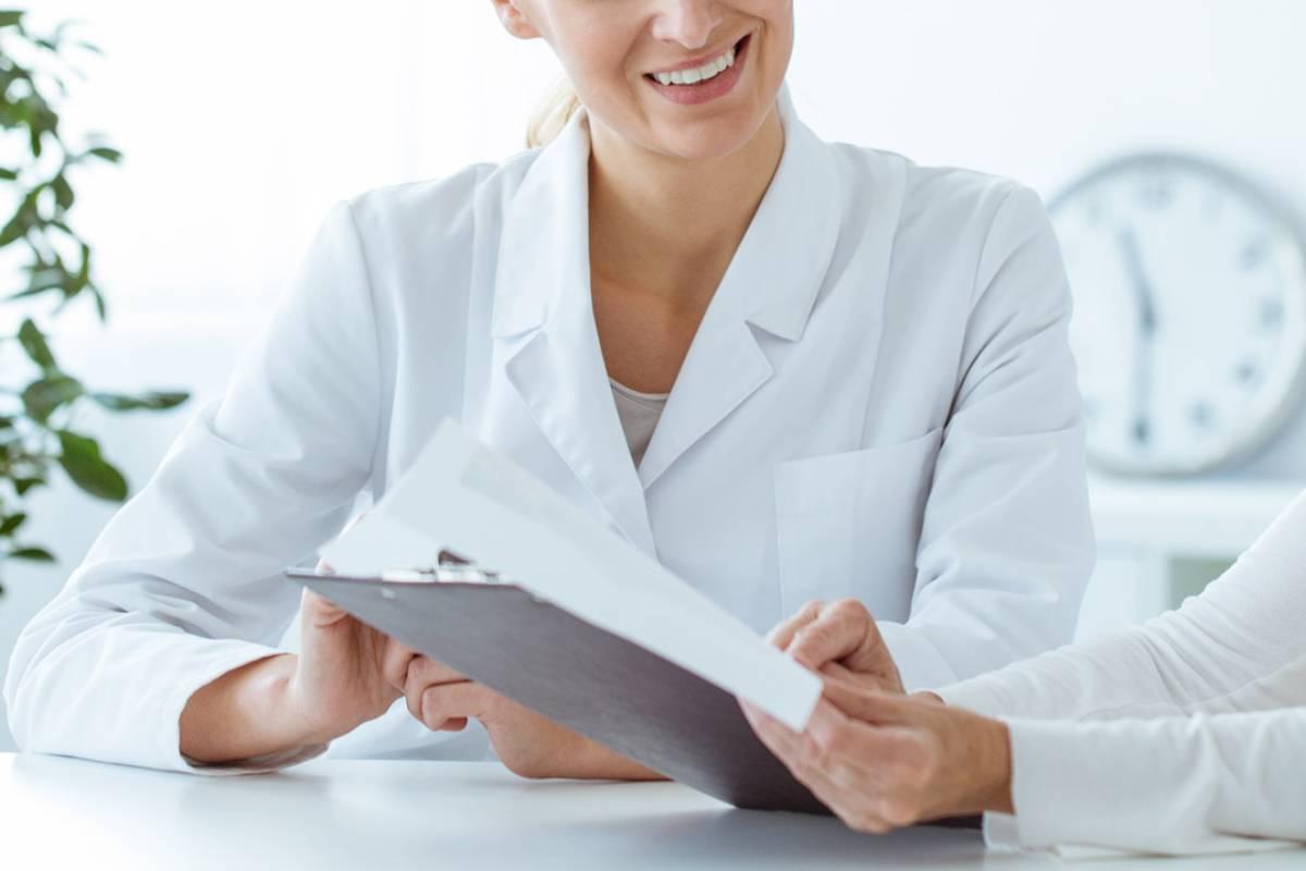 El consejo farmacéutico es asesoramiento preciso para el usuario de la farmacia en un momento concreto con control farmacéutico y con la supervisión del profesional.