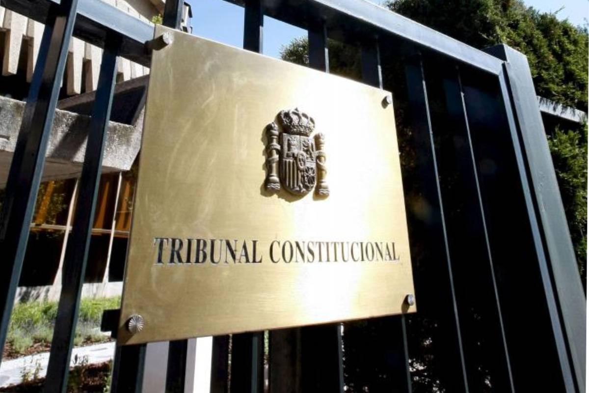 Puerta de entrada al Tribunal Constitucional.